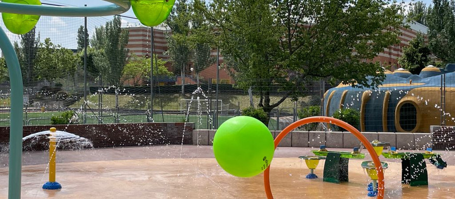 La piscina de verano tendrá varios juegos infantiles para los niños de hasta 12 años