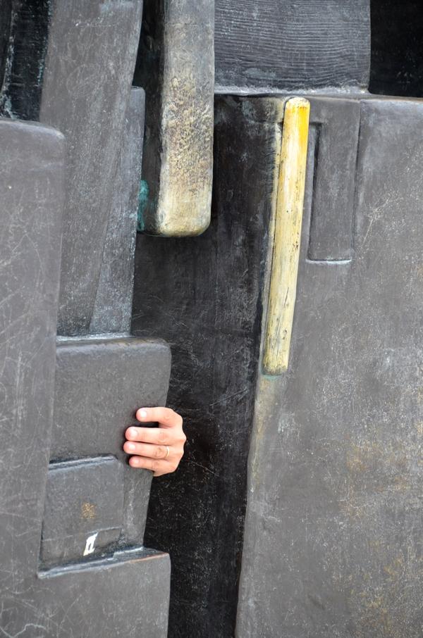 Le doigts dans la charnière_0117aaa