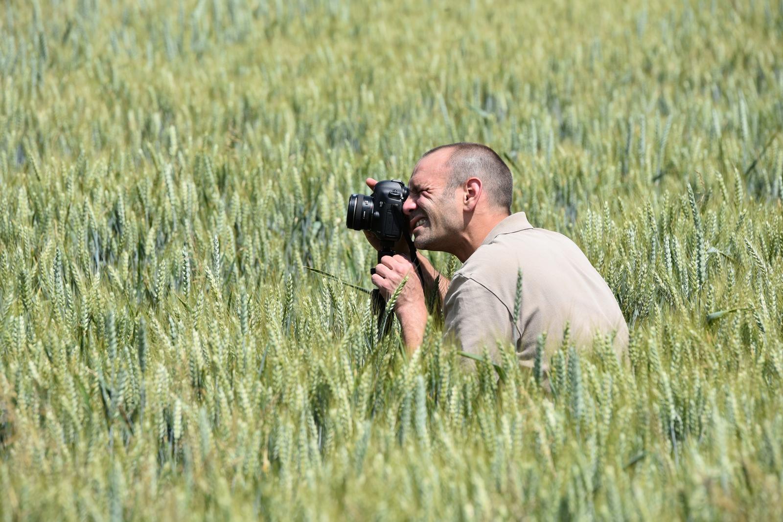 Photographe cherchant à se faire du