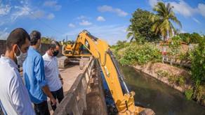 Prefeitura de São Luís inicia limpeza do canal do Rio Gangan, na região do Turu