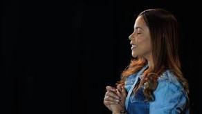 Cantora Amanda Wanessa apresenta melhoras