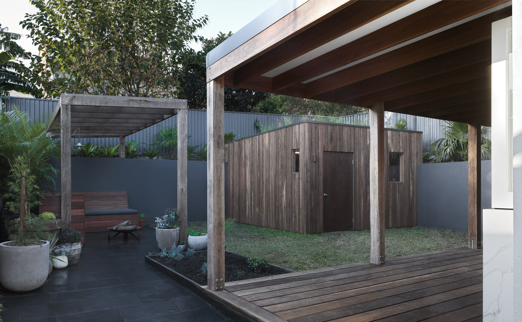 Outdoor lounge and Yard
