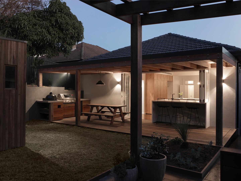 Outdoor / Indoor kitchen
