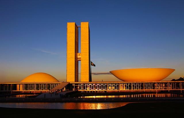 Senador propõe redução de deputados e senadores no Congresso Nacional