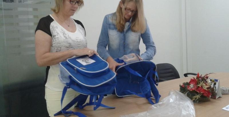 OSBr acompanha entrega de mochilas em Guabiruba
