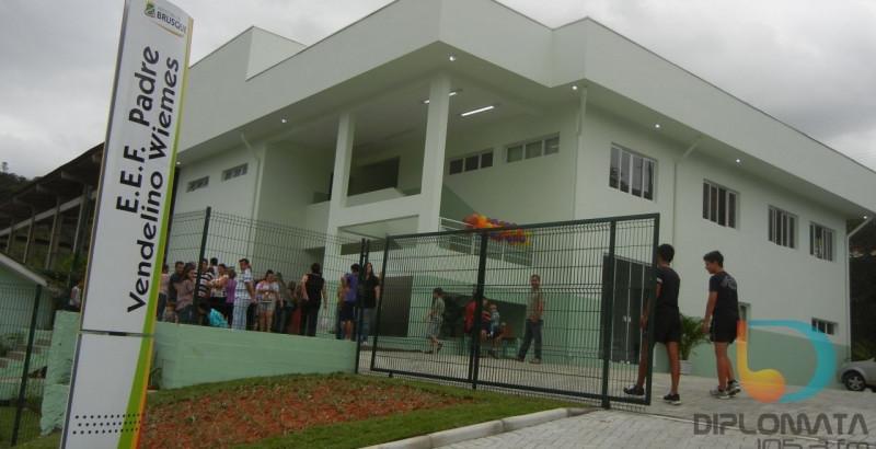 Prefeitura responde sobre estrutura de escolas