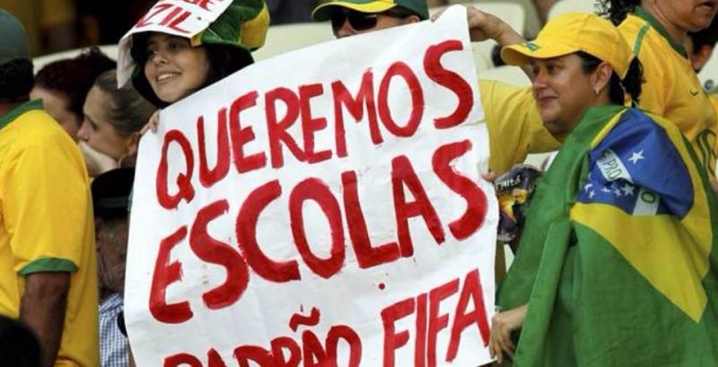 Manifestantes vão às ruas contra a Copa