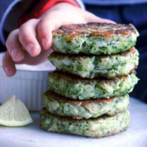 Aprenda como fazer bolinho de brócolis para a criançada