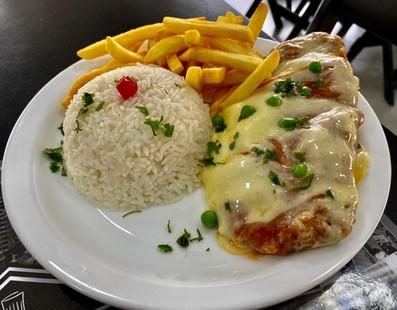 Parmegiana carne ou frango