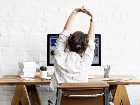 Dicas de alongamento para realizar durante o período de trabalho
