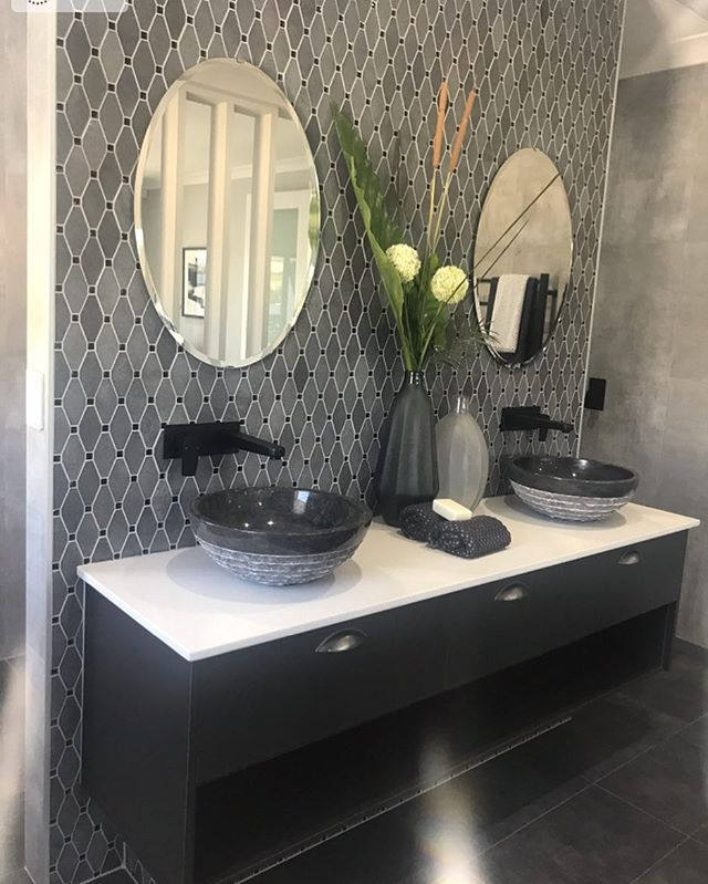 #monochrome this & that #bathroomgoals