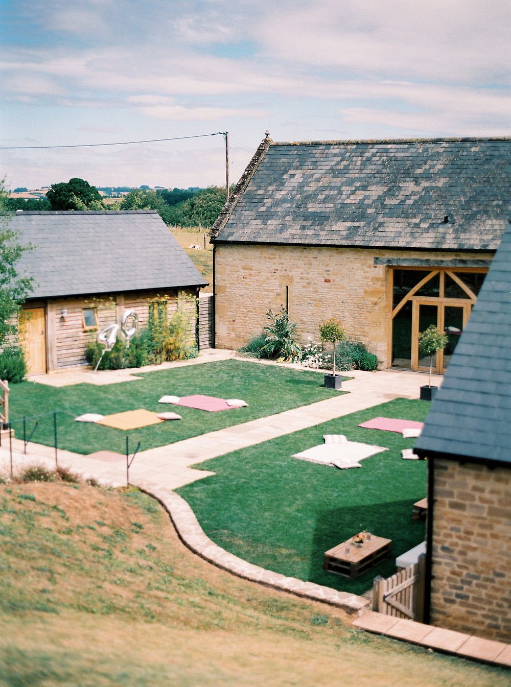 STUDIO SORORES: COTSWOLDS WEDDING PLANNER & FLORIST - UPCOTE BARN