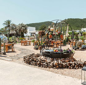 BEST OF IBIZA: VENUES, RESTAURANTS & BEACH CLUBS