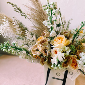 INTERIOR DESIGN: HOME FLOWERS, INSTALLATIONS & DELIVERIES