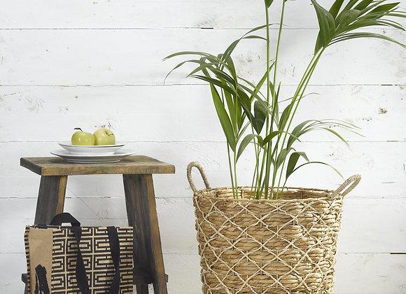 """סל קש גדול קלוע מצמח יקינתון המים בצבע טבעי עם דוגמת """"רקמת """" חוט טבעי"""