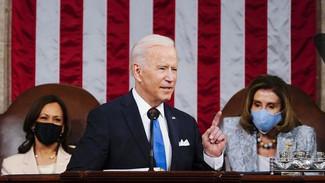 ΗΠΑ: Για πρώτη φορά στην ομιλία Μπάιντεν στο Κογκρέσο πίσω από το βήμα κάθονται δύο γυναίκες