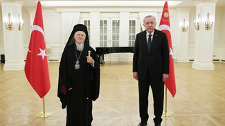 Τουρκία: Δείπνο ιφτάρ παρέθεσε ο Ερντογάν στον Πατριάρχη Βαρθολομαίο