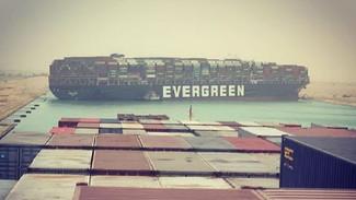 Πλοίο προσάραξε και έκλεισε τη Διώρυγα του Σουέζ - Έχει σχηματιστεί ουρά με περισσότερα από 100 πλοί