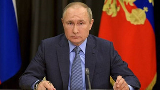 Πούτιν για ρωσικά εμβόλια: Απλά και αποτελεσματικά όπως το...καλάσνικοφ