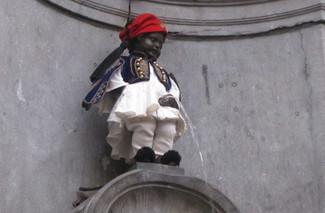 """Το περίφημο Manneken Pis θα… κατουρήσει ντυμένο τσολιάς για να """"τιμήσει"""" τα 200 χρόνια από την Ελλην"""