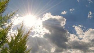 Καιρός: Τοπικές βροχές και μικρή πτώση της θερμοκρασίας - Η αναλυτική πρόγνωση