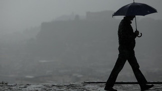 Καιρός: Τοπικές βροχές και αφρικανική σκόνη σήμερα - Αναλυτικά η πρόγνωση