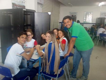 Aula prática de Redes com o coordenador do curso, Leandro Araujo