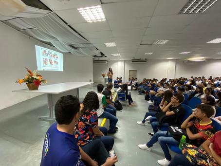 Palestra no auditório com a Professora Manuela sobre o Coronavírus
