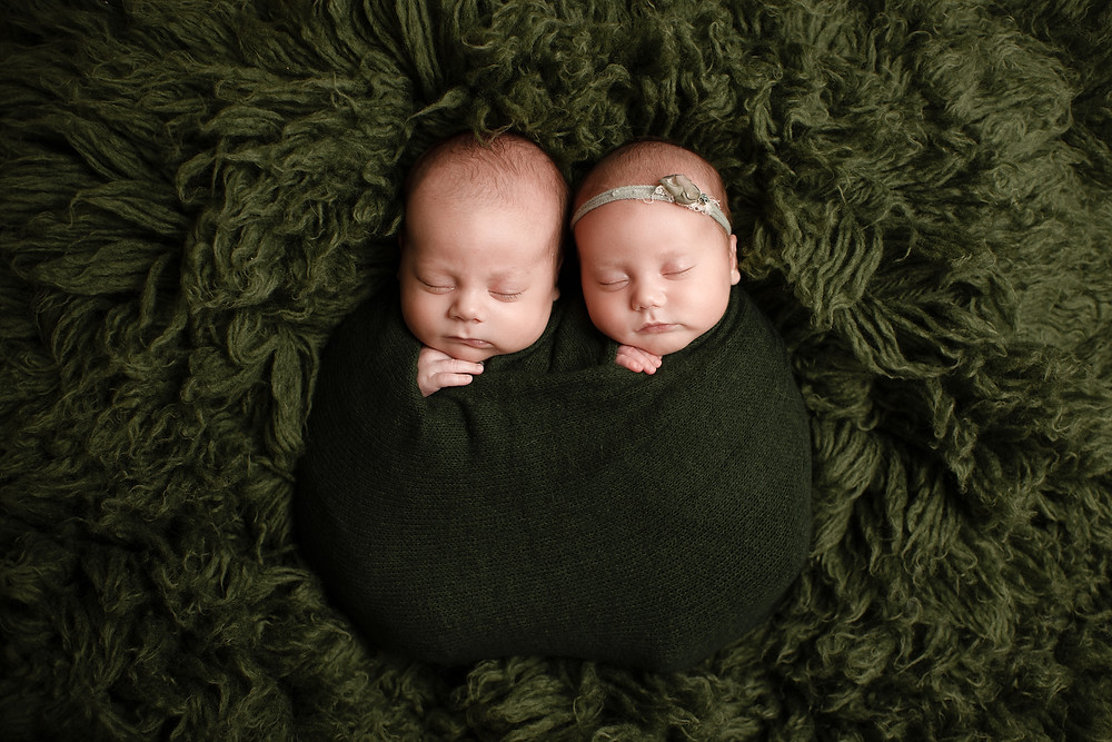 twins on green flokati