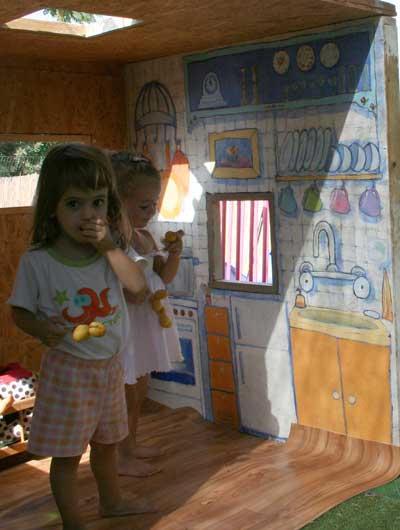 ציור קיר פנימי לבית עץ לילדים