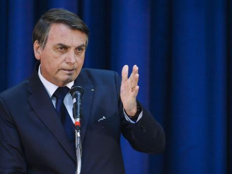 Bolsonaro pede para caminhoneiros liberarem estradas