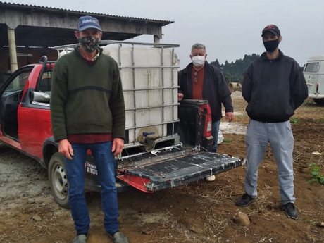 Secretaria da Agricultura repassa implementos para agricultores familiares
