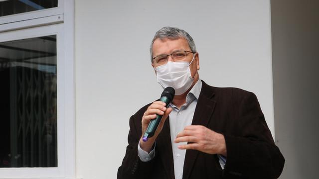 Tomazini garante a contratação de mais médicos para atuar no hospital