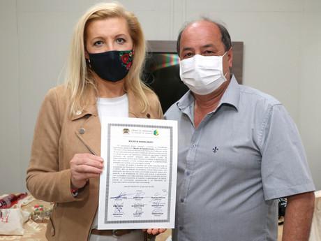 Vereador Cezinha presta homenagem a Consul da Polônia em Curitiba Marta Olkowska