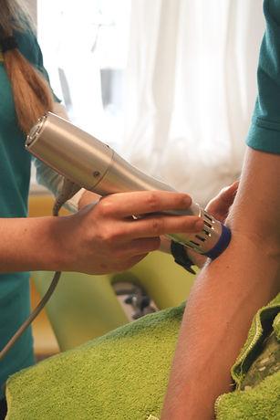 Stosswellentherapie bei der Physiotherapie Praxis PhysioBasel