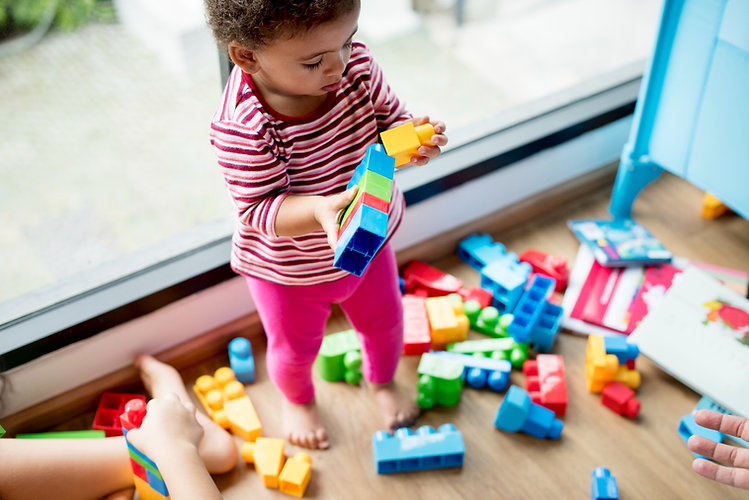 little-girl-playing-with-building-blocks