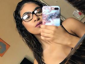 👓 Girls that wear glasses