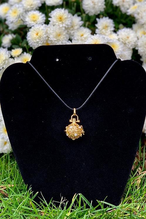 """My Golden Flower"" Aromatherapy Necklace"