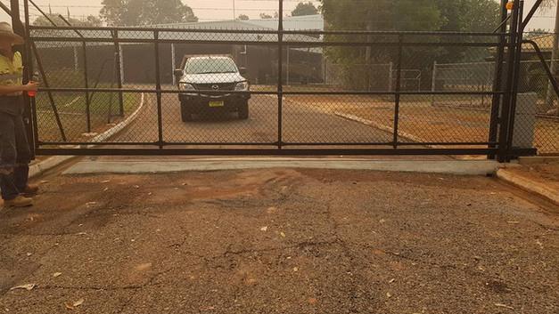 34643069_1805170949541314_73842409530762pool-fencing, fencing, industrial-fencing, electric-gate, automation, security-fencing, darwin, fencing-contractor