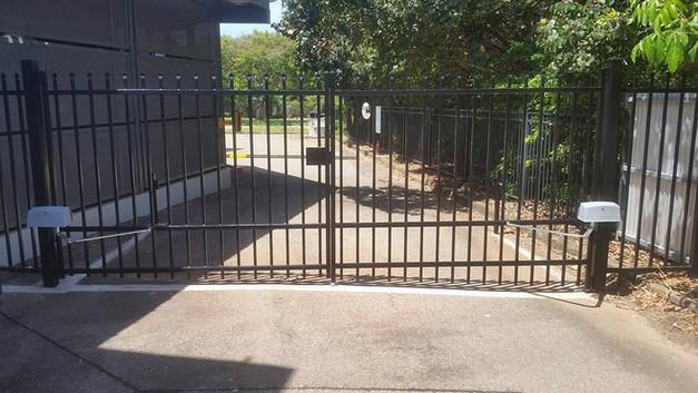 24174447_1617260951665649_44396584338551pool-fencing, fencing, industrial-fencing, electric-gate, automation, security-fencing, darwin, fencing-contractor