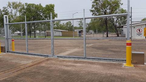 28058702_1698872243504519_23760247490855pool-fencing, fencing, industrial-fencing, electric-gate, automation, security-fencing, darwin, fencing-contractor