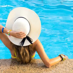 Cuidados com os cabelos na praia ou piscina