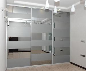 Шкаф-купе зеркальные двери с матовыми по