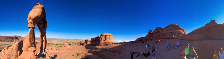 Delicate Arch at sunrise, Arches National Park, Utah