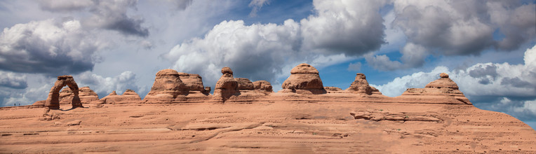 Delicate Arch and rock formations, Utah