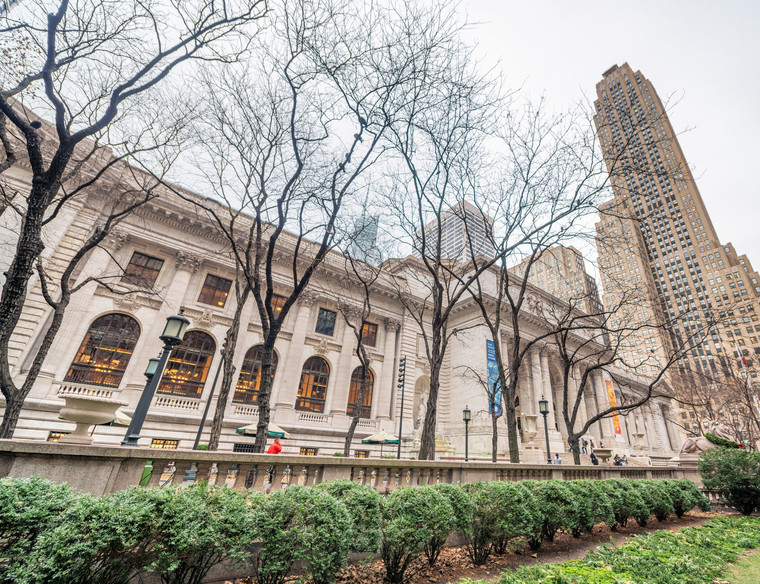 Public Library of Manhattan along Fifth Avenue