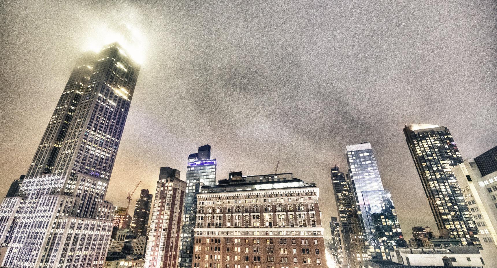 Night view of Midtown Manhattan skyline
