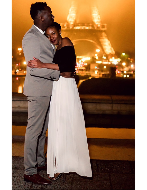 destination wedding videographer, Paris prewedding videos,Paris prewedding photos, Paris Elopement photos,Eiffel tower at night in winter, engagement photos in Paris, at the trocadero.