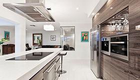 現代のステンレスキッチン