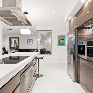 Moderna cucina in acciaio inossidabile